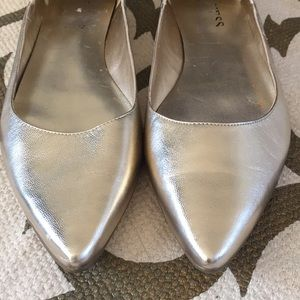 NEW Guess gold flats!!!!